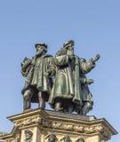 El monumento de Johannes Gutenberg en el Rossmarkt meridional en el Fra Imágenes de archivo libres de regalías