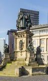 El monumento de Johannes Gutenberg en el Rossmarkt meridional en el Fra Foto de archivo