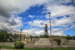 El monumento de Lapu Lapu en el parque de Rizal imagenes de archivo