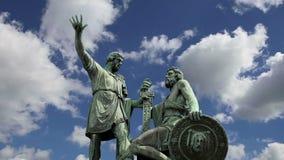 El monumento de Minin y de Pojarsky fue erigido en 1818, Plaza Roja en Moscú, Rusia metrajes