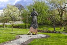 El monumento de papa Juan Pablo II en la ciudad cultiva un huerto, Wieliczka, Po fotos de archivo