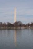Monumento de Washington reflejado Fotos de archivo libres de regalías