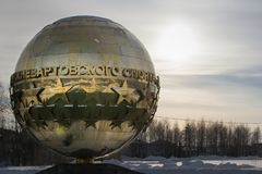 El monumento del deporte de Nizhnevartovsk de la estrella de la gloria imagen de archivo libre de regalías