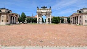 El monumento del paso del della de Arco en Milano, Italia foto de archivo libre de regalías