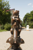 El monumento el perro levantó una pata Fotos de archivo