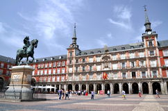 El monumento encendido del alcalde de la plaza en Madrid, balneario Fotografía de archivo libre de regalías