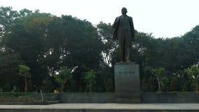 El monumento a Lenin en el centro de Hanoi almacen de video