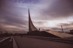 El monumento a los conquistadores del espacio. CENTRO DE EXPOSICIÓN TOTALMENTE RUSO. Moscú. fotografía de archivo