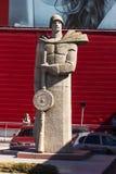 El monumento a los defensores de la patria imagen de archivo