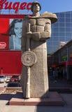 El monumento a los defensores de la patria imagenes de archivo