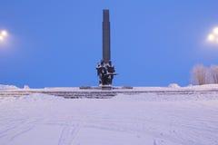 El monumento a los defensores de la región polar en la ciudad de Imágenes de archivo libres de regalías