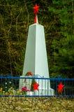 El monumento a los soldados que murieron en la guerra mundial 2 en el distrito de Iznoskovsky, región de Kaluga en Rusia Fotografía de archivo
