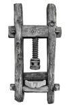 El mortero de madera viejo para el cereal, 1676 fechó, aislado en el fondo blanco Imagenes de archivo