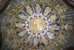 El mosaico del techo del bautisterio del neón Ravena, Italia Foto de archivo libre de regalías