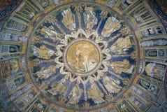 El mosaico del techo del bautisterio del neón Ravena, Italia Fotos de archivo