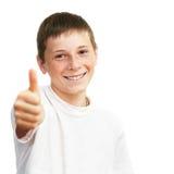El mostrar joven del muchacho pulgares para arriba Fotografía de archivo