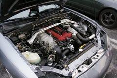El motor del coche viejo, el capo está abierto fotografía de archivo
