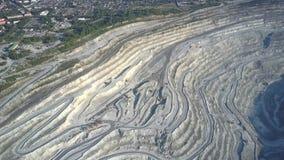 El movimiento de la ciudad verde a la mina del amianto caminó las terrazas almacen de video