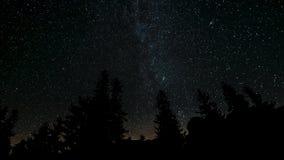 El movimiento de las estrellas en el cielo nocturno almacen de metraje de vídeo