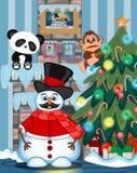 El muñeco de nieve con el bigote que lleva un sombrero, el suéter rojo y la bufanda roja con el árbol de navidad y el fuego ponen Fotos de archivo libres de regalías