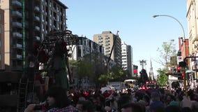 El muchacha-gigante en Montreal, Quebec