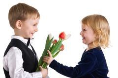 El muchacho agradable da a muchacha tulipanes Fotos de archivo