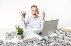 El muchacho alegre está expresando la admiración Fotos de archivo libres de regalías