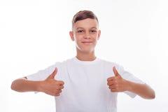 El muchacho alegre está expresando sus emociones positivas Imagen de archivo libre de regalías