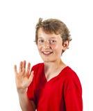El muchacho alegre feliz da la muestra Imagen de archivo libre de regalías
