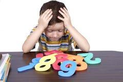 El muchacho aprende los números Foto de archivo libre de regalías