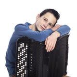 El muchacho caucásico adolescente se inclina en el acordeón en estudio Fotos de archivo libres de regalías