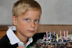 El muchacho celebra el cumpleaños Imágenes de archivo libres de regalías