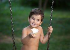 El muchacho come el helado Imagenes de archivo