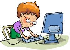 El muchacho con el ordenador Imágenes de archivo libres de regalías