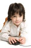 El muchacho con el ratón del ordenador Imagen de archivo