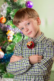 El muchacho con el símbolo del mono del año Fotos de archivo