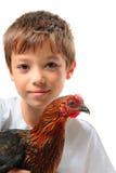 El muchacho con la gallina Fotos de archivo