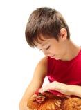 El muchacho con la gallina Fotografía de archivo libre de regalías