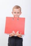El muchacho con las carpetas Fotografía de archivo libre de regalías