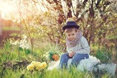El muchacho con los anadones Fotos de archivo