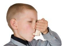 El muchacho con un inhalador Foto de archivo libre de regalías