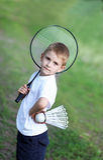 El muchacho con una raqueta Fotos de archivo