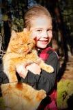 El muchacho de Kissable quiere el gatito Fotos de archivo libres de regalías