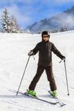 El muchacho del esquí en Suiza Foto de archivo libre de regalías