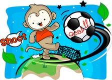 El muchacho del mono incorpora el campo del fútbol del retroceso Imagen de archivo libre de regalías