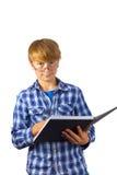 El muchacho elegante feliz está leyendo Fotos de archivo libres de regalías