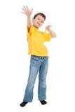 El muchacho en camiseta amarilla vio el aire Imagenes de archivo