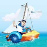El muchacho en el barco debajo de la vela Foto de archivo libre de regalías