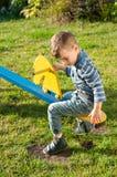 El muchacho en el patio Fotografía de archivo