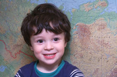 El muchacho en la correspondencia Imagenes de archivo